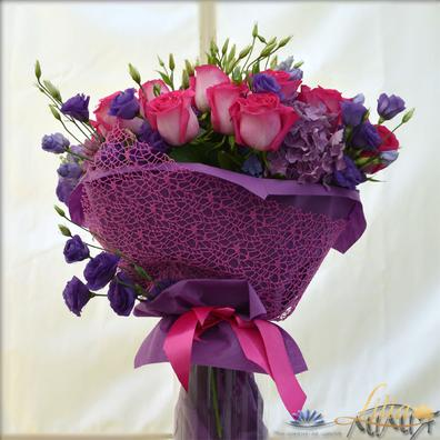 EUSTOMA bouquet of roses and hydrangea